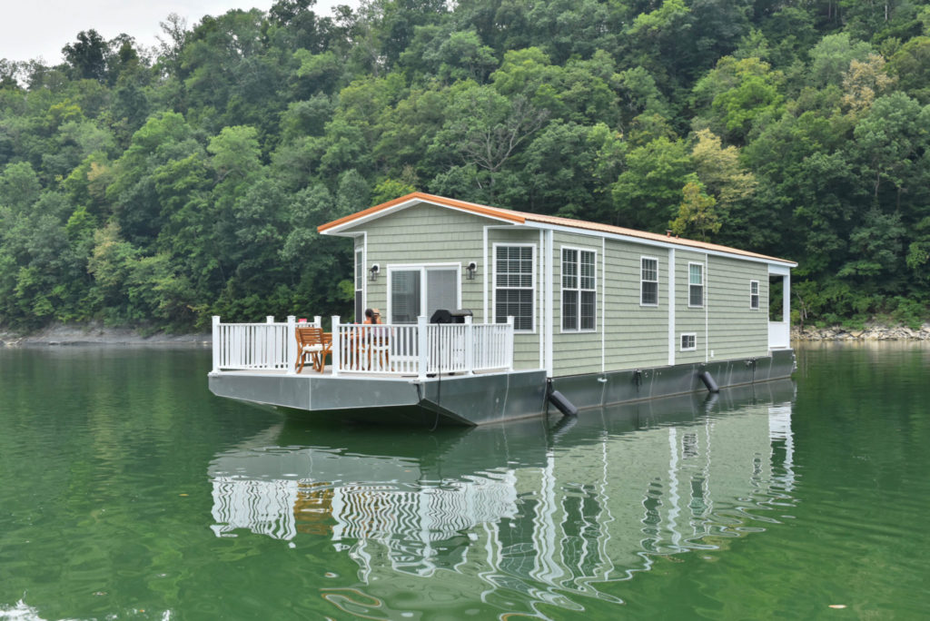 Harbor Cottage Houseboats |